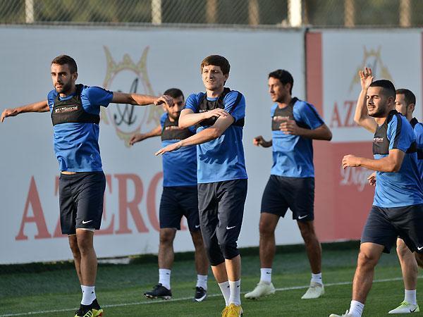 Qurban Qurbanov iki futbolçunu millidən kənarlaşdırdı