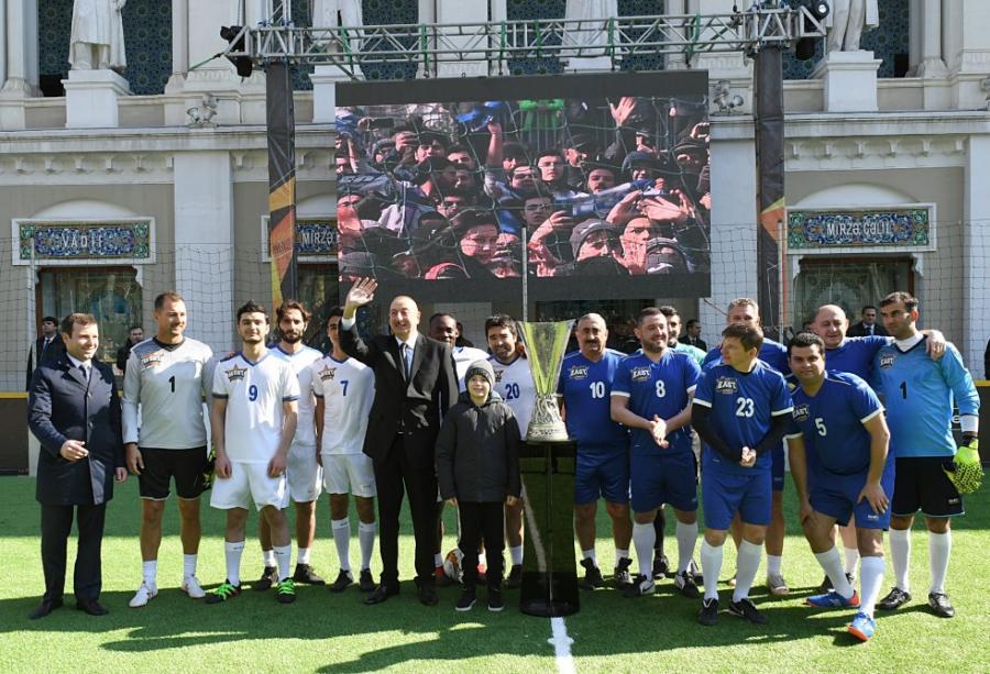 Ölkə prezidenti İlham Əliyev ulduz futbolçularla görüşdü -