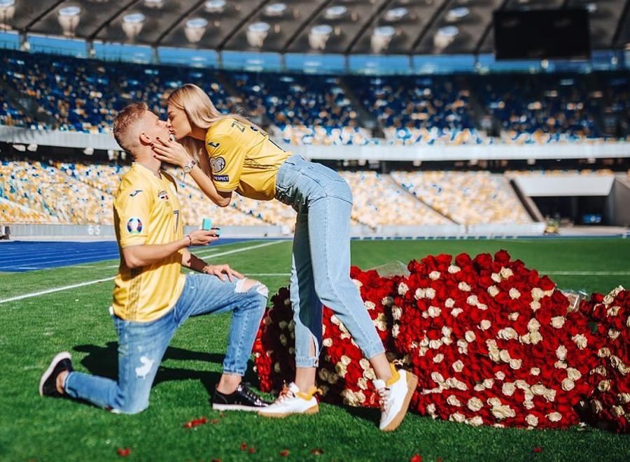 Olimpiya stadionunda evlilik təklifi etdi -