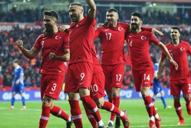 Türkiyə millisində 9 futbolçu heyətdən çıxarıldı