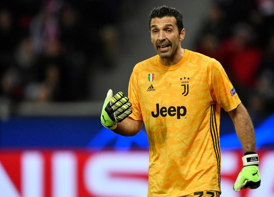 Buffon yeni təklifi dəyərləndirdi