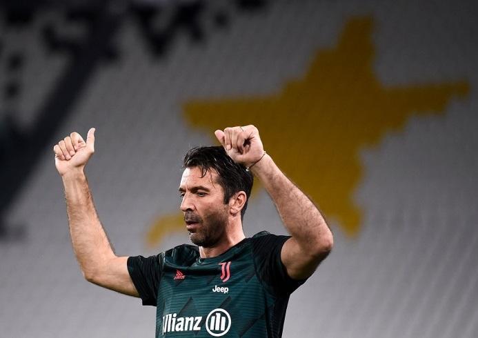 Buffon tarixi rekorda imza atdı -