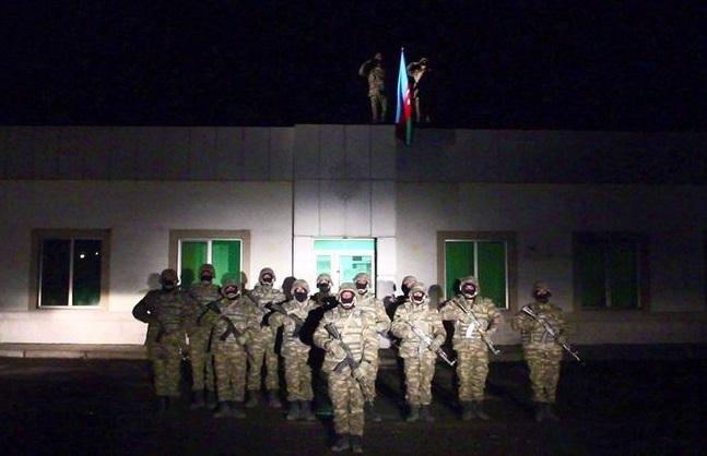 İşğaldan azad olunan Laçın rayonunda Azərbaycan bayrağı qaldırıldı -
