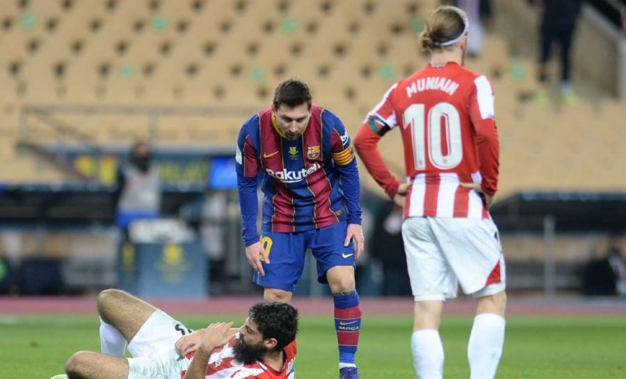 Lionel Messi rəqibini belə vurdu -