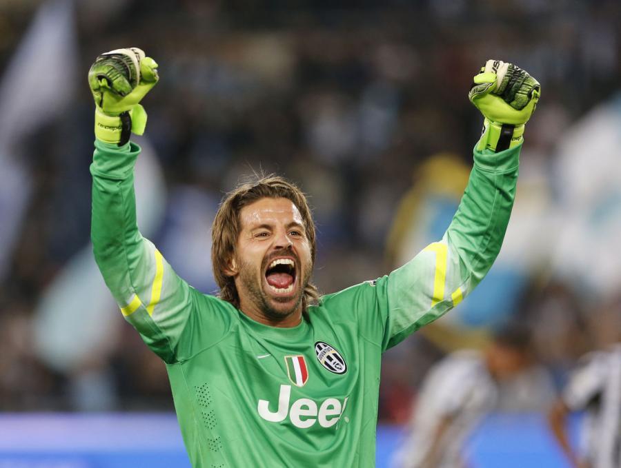 """Milan"" 40 yaşlı qapıçı aldı"